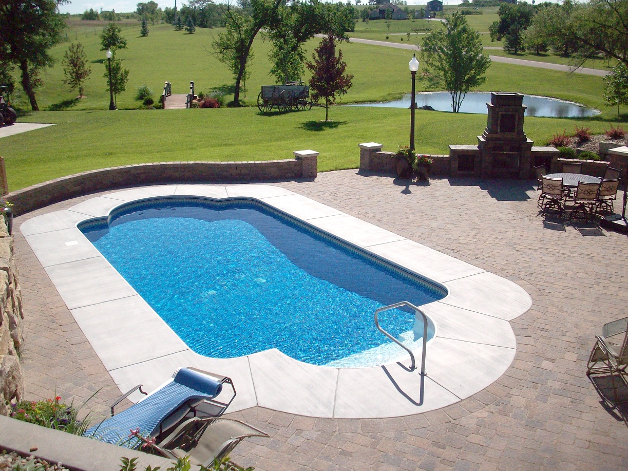 Outdoor living hardscape valleyscapes for Best pavers for pool deck