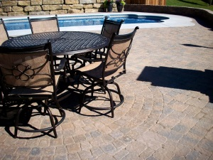 Outdoor living dining area design near topeka manhattan ks
