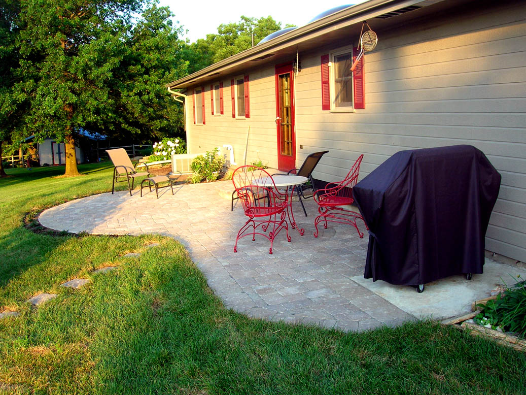 12 Great Ideas For A Modest Backyard: Outdoor Living & Hardscape